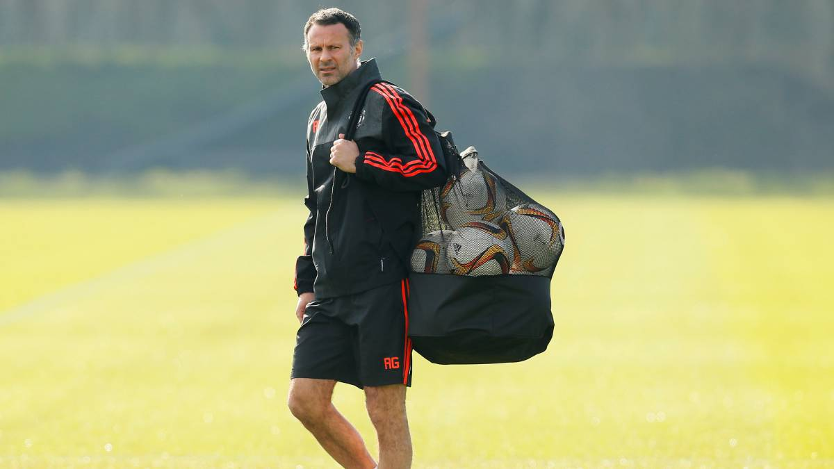 Giggs: Man United great agrees deal with Vietnamese academy