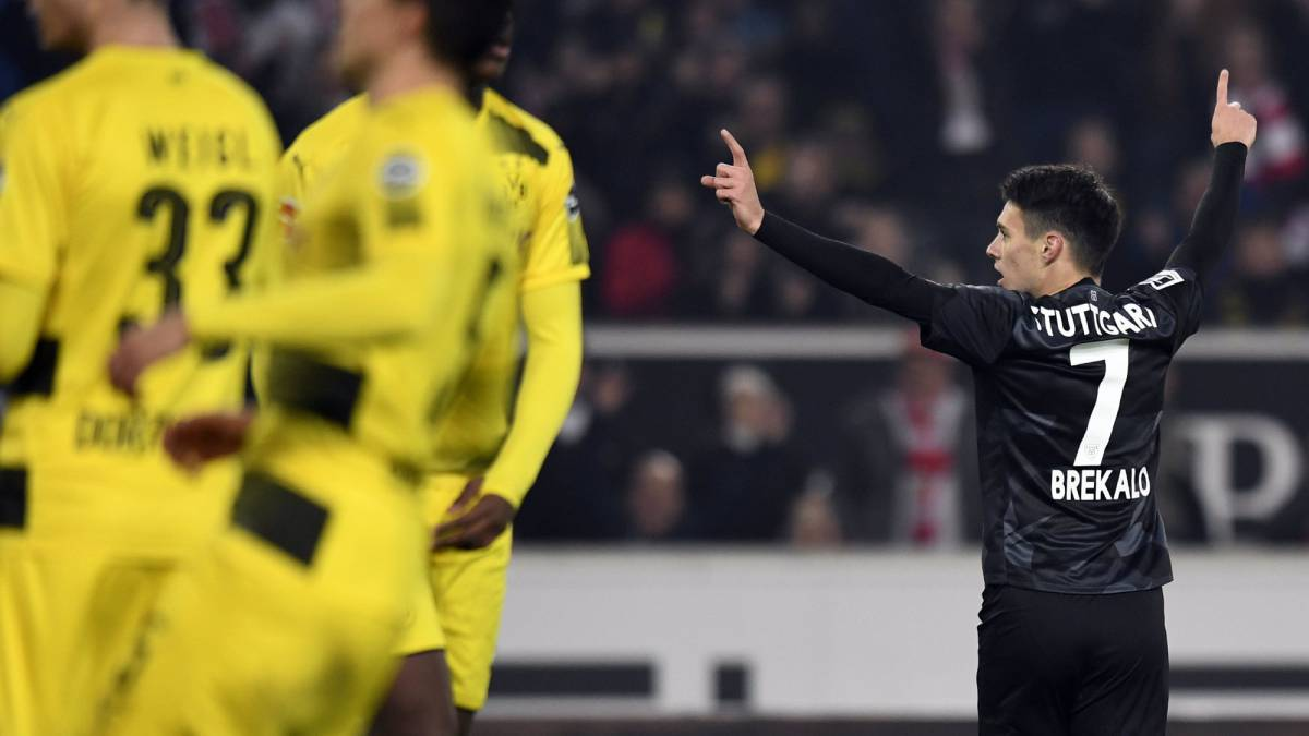 The pressure increased on Peter Bosz after Dortmund fall to defeat at Stuttgart, leaving the Black and Yellows six points adrift of Bayern Munich.