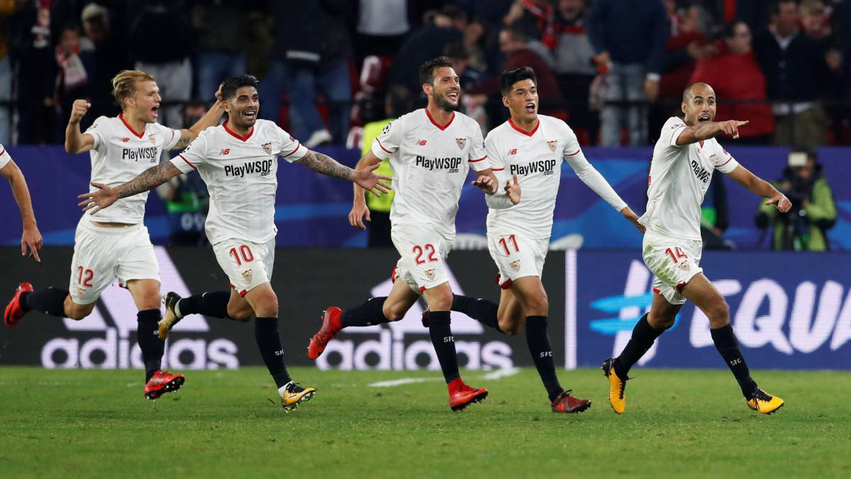 Sevilla's Guido Pizarro celebrates scoring their third goal with Ever Banega, Franco Vazquez, Joaquin Correa and team mates.