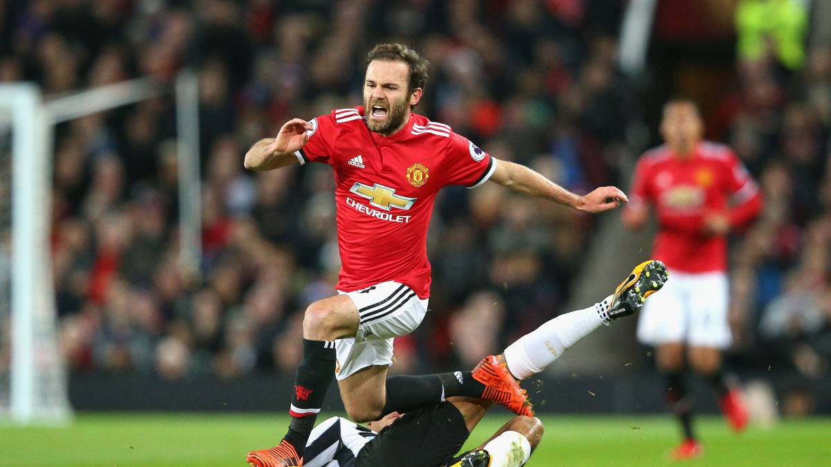 Mata wants to match Giggs, play into 40s