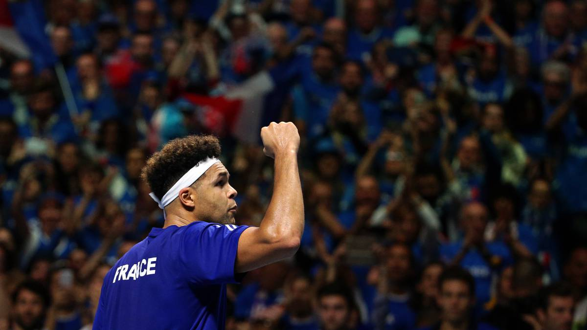 Davis Cup final level at 1-1 after first day's play in Lille
