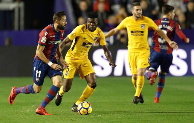 Levante's midfielder Jose Luis Morales under the watchful eye of Atlético Madrid's midfielder from Ghana Thomas Partey.
