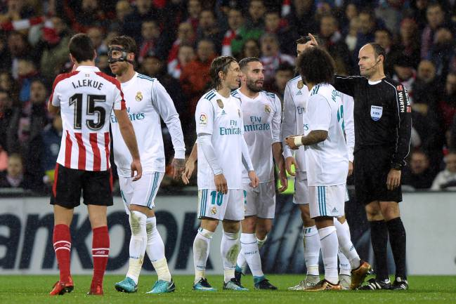 Real Madrid's Sergio Ramos is sent off by referee Antonio Mateu Lahoz.