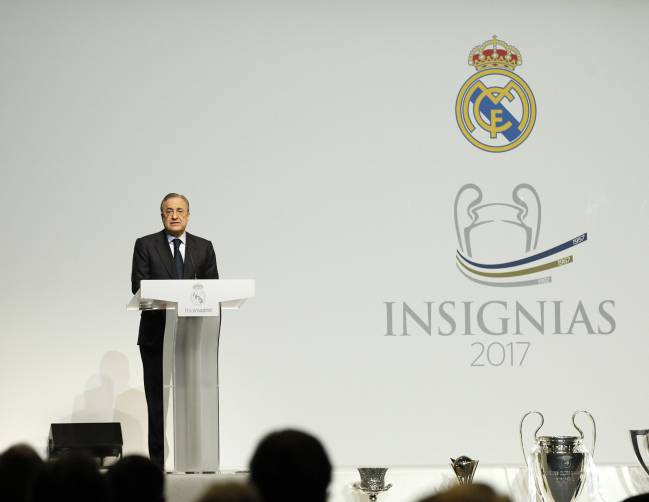 Florentino Perez speaks at the event honouring socios.