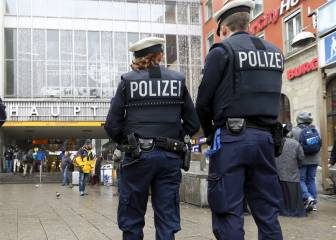Bayern and PSG fans clash in mass brawl at Munich station