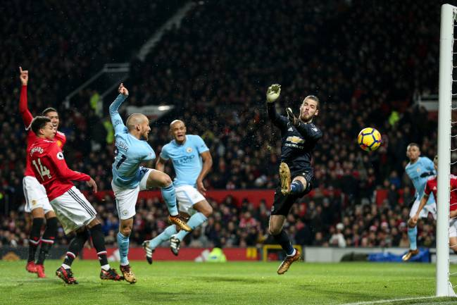 Just like watching Barça | David Silva opens the scoring in the Manchester derby.