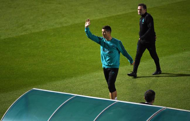 Cristiano Ronaldo waves to fans in Real Madrid's training session in Abu Dhabi on Monday.