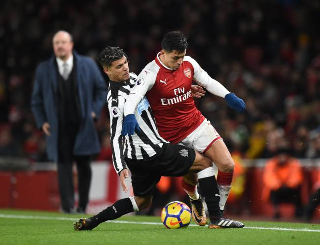 Rafa Benitez looks on as Arsenal's Alexis Sanchez vies for the ball with Newcastle's Deandre Yedlin.