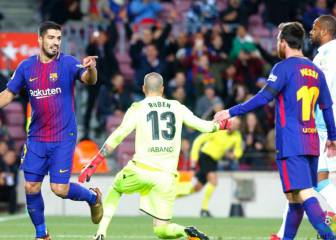 Suárez and Paulinho doubles see Barca past naive Depor