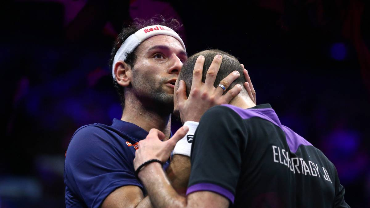 Mohamed Elshorbagy beats his brother to win World Squash Championships title