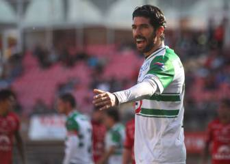 Striker Sebastián Abreu sets new world club signing record