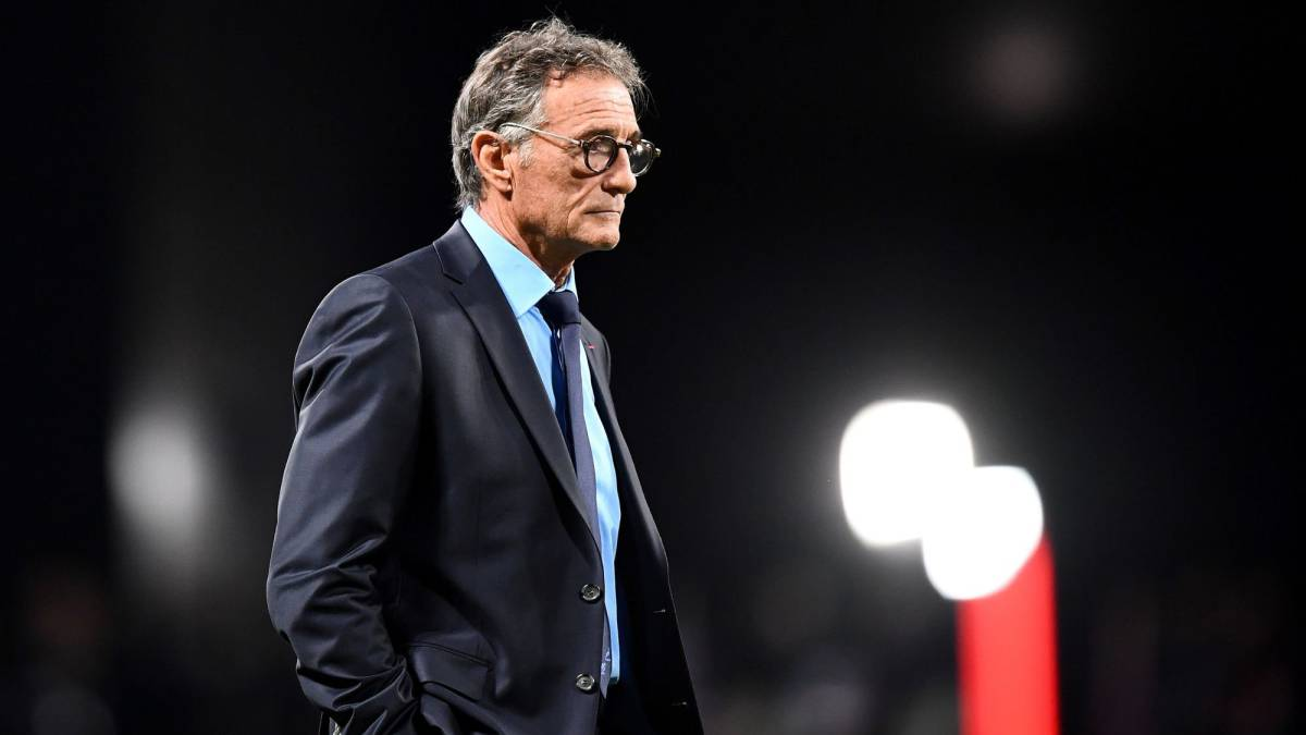 Guy noves sacked as head coach of the french rugby team for Interieur sport guy noves