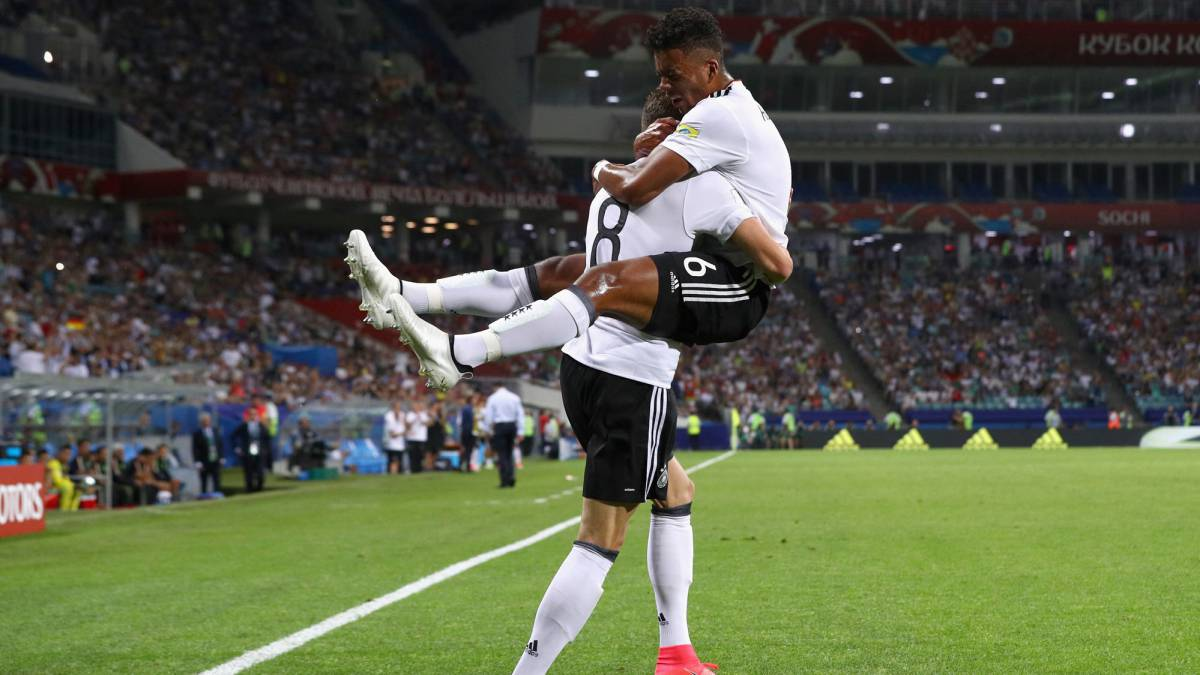 Leon Goretzka (L) of Germany celebrates scoring his side's second goal with his team mate Benjamin Henrichs