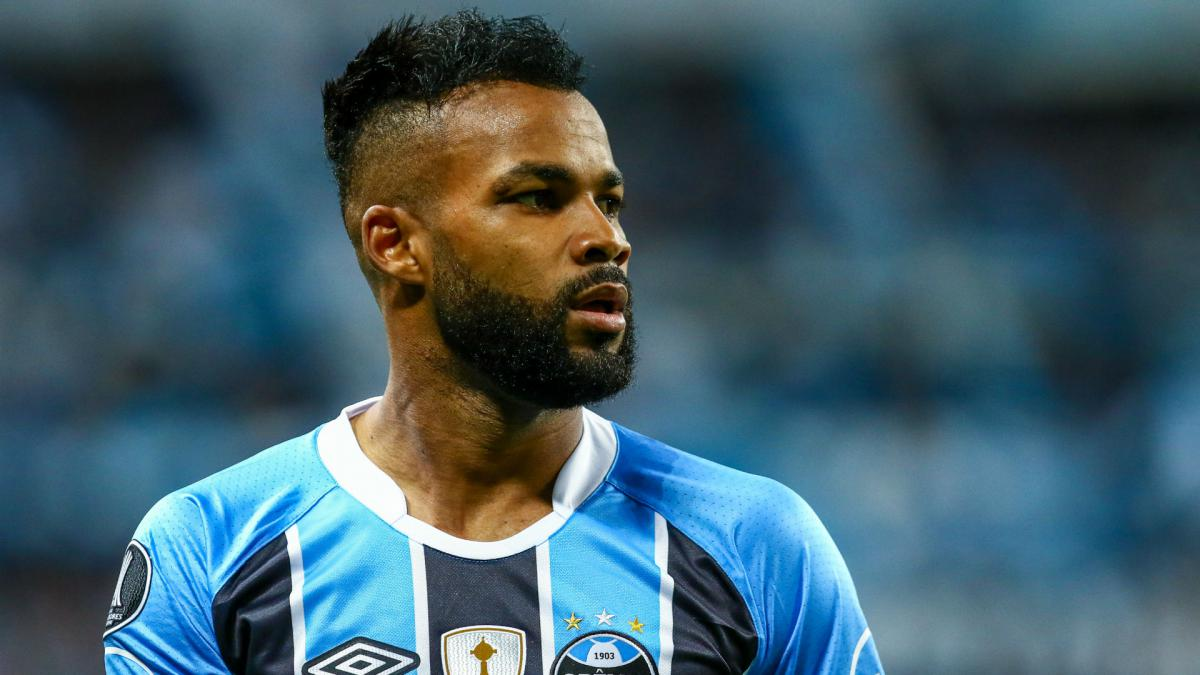 Chongqing Lifan snap up Fernandinho on free transfer from Gremio