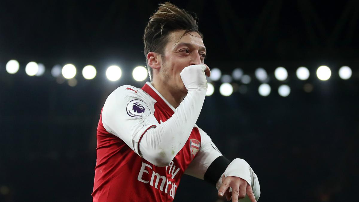 Arsenal's Özil would perform better at Man United - Wright