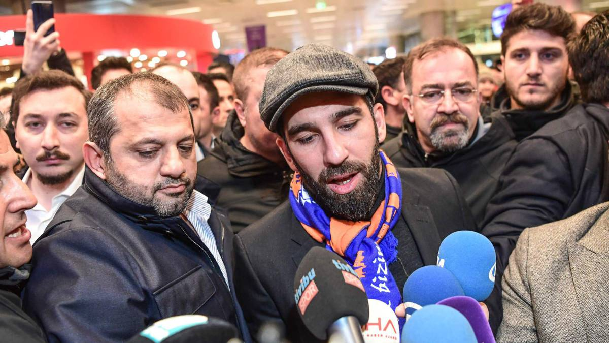 Brawl breaks out as Arda Turan arrives in Istanbul