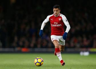 Sánchez left out of Arsenal squad as United prepare to seal the deal