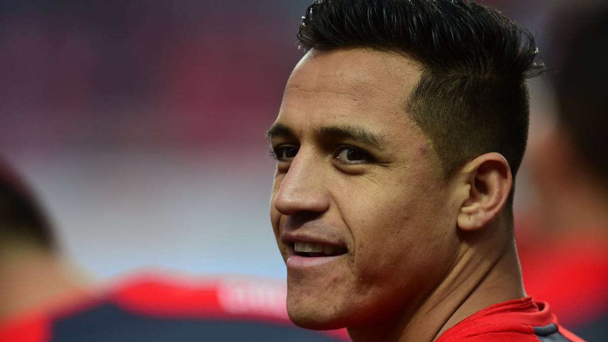 Sanchez had one-and-a-half feet in Manchester City - Mourinho