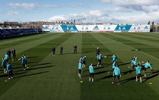 Real Madrid's players take part in a training session at Valdebebas sport city in Madrid on January 26, 2018.