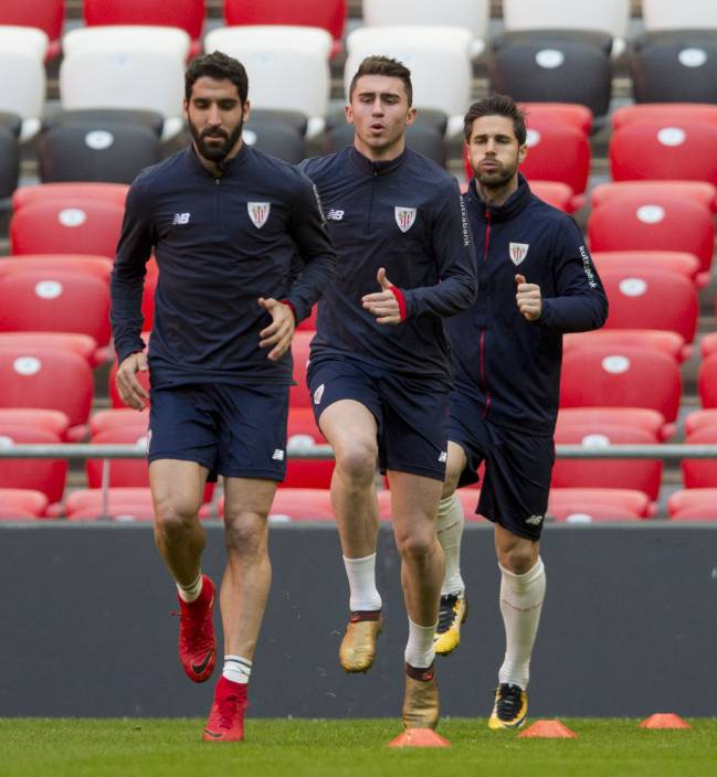 Expected to be the final training session in Bilbao for Laporte.