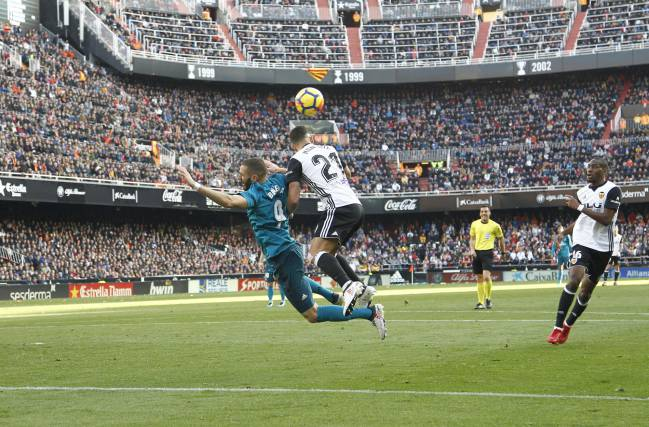 Foul on Benzema results in second Real Madrid penalty.