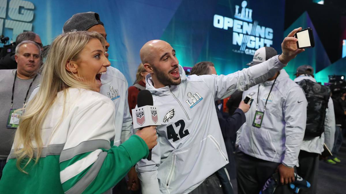 Ertz's soccer world champion wife in the spotlight ahead of Super Bowl
