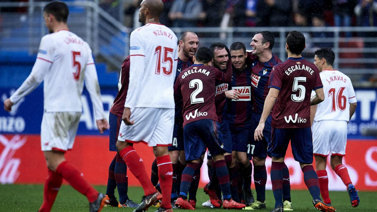 Five-star Eibar thrash much-changed Sevilla