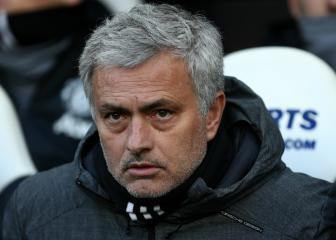 Mourinho: Manchester United will sign a midfielder