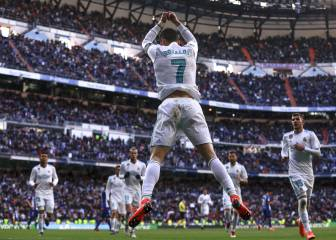 Madrid sweep aside Alavés in second-half flurry