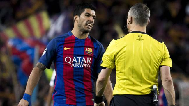 Luis Suárez can't get booked even when he's trying to