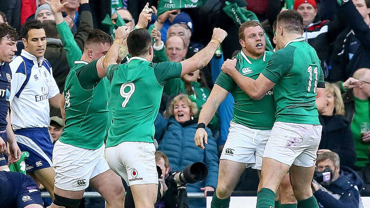Ireland pile pressure on England with bonus-point win