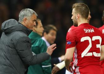 Young backs Mourinho over Shaw treatment