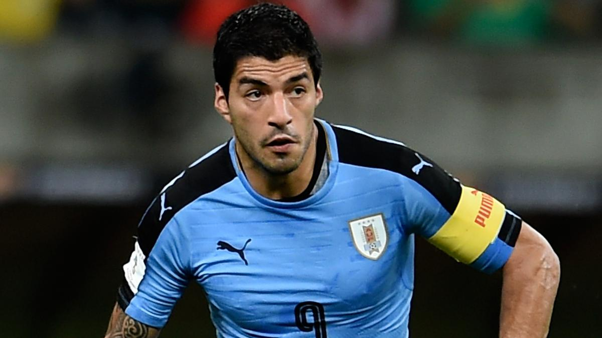 Uruguay 2 Czech Republic 0: Suarez scores 50th international goal