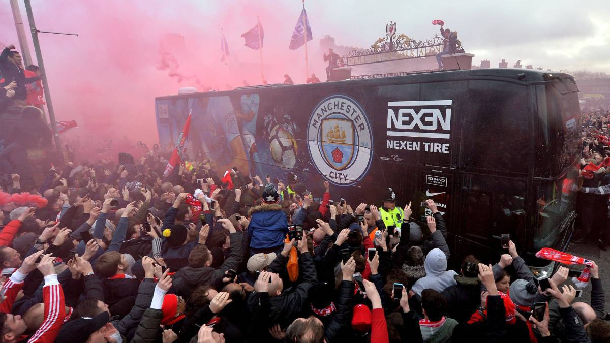 Liverpool apologise after damage to Manchester City bus