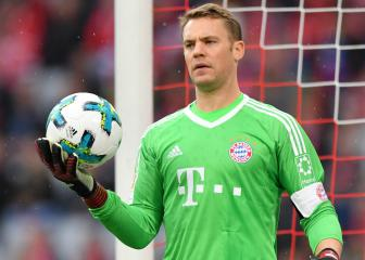 Bayern's Neuer trains with ball for first time in over six months