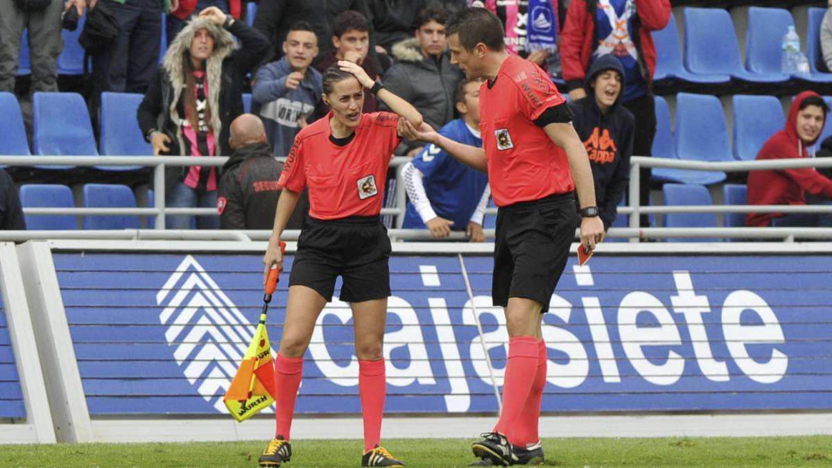 Tenerife-Huesca suspended after assistant referee hit by object