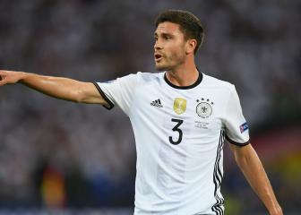 Jonas Hector pledges future to struggling Cologne