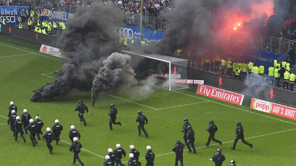 Hamburg suffer first ever relegation amid crowd trouble