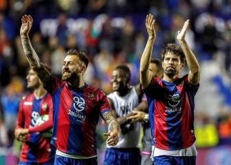 Levante stun Barcelona in nine-goal epic to end unbeaten run