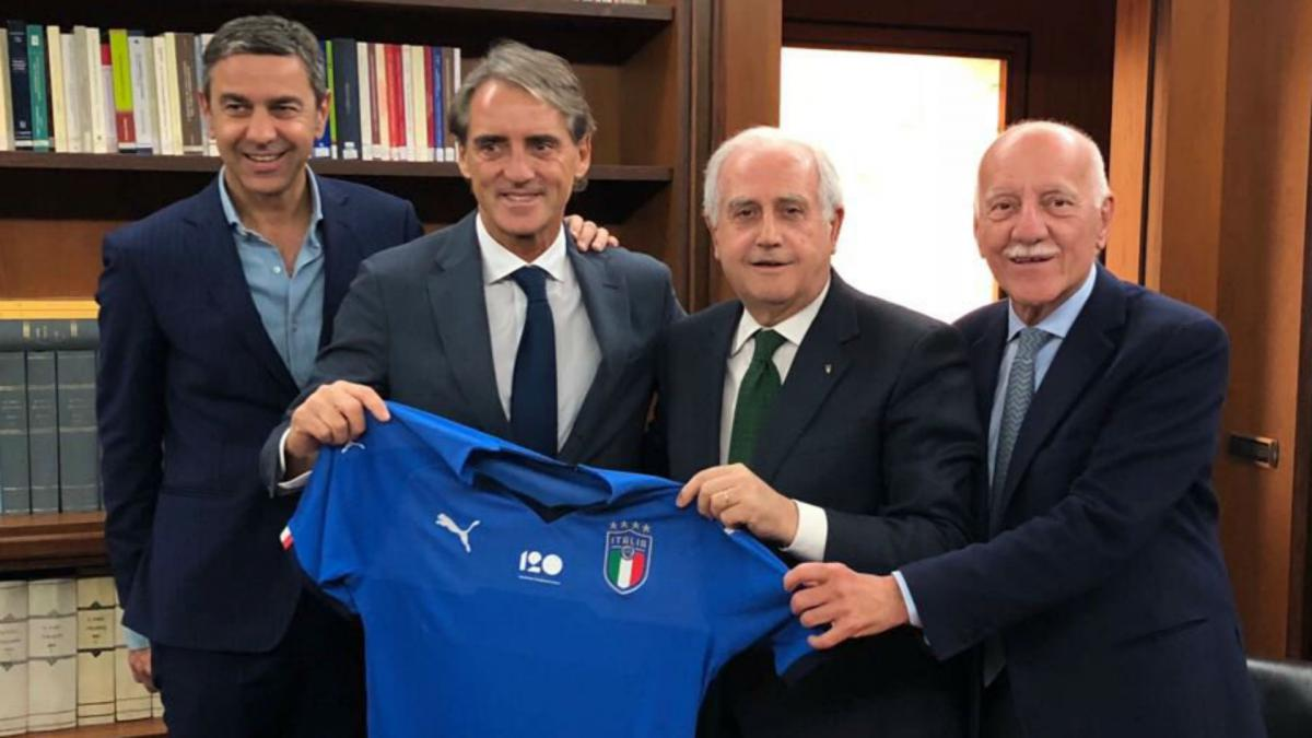 Mancini named new Italy boss