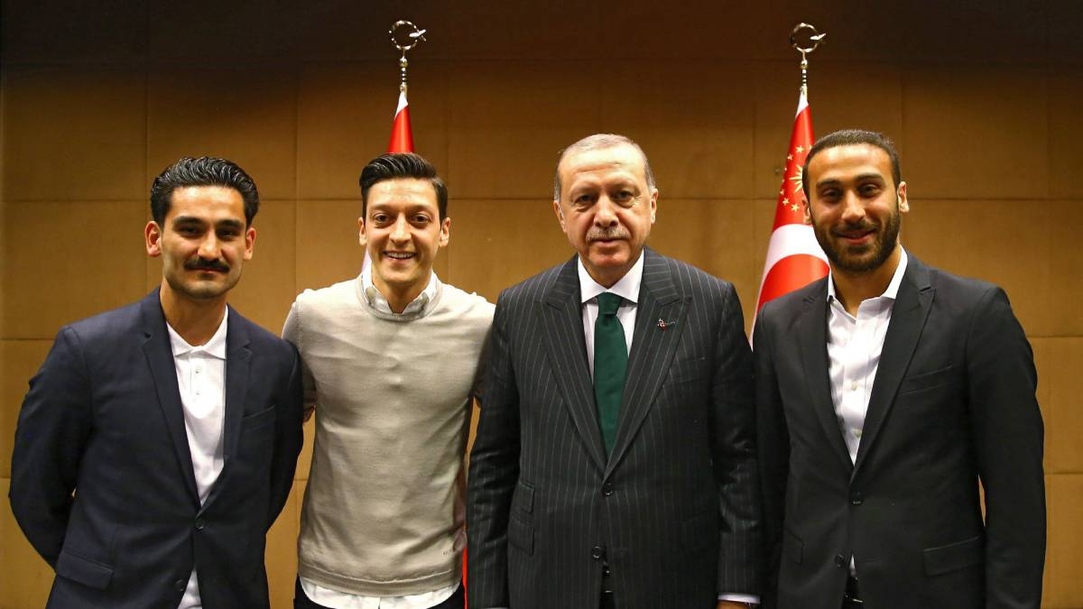 German stars Ozil and Gundogan under fire for posing with Turkish President