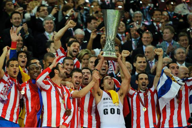 Memories | Radamel Falcao of Atlético Madrid lifts The UEFA Europa League Trophy after defeating Athletic Bilbao 3-0 in the final 2012.