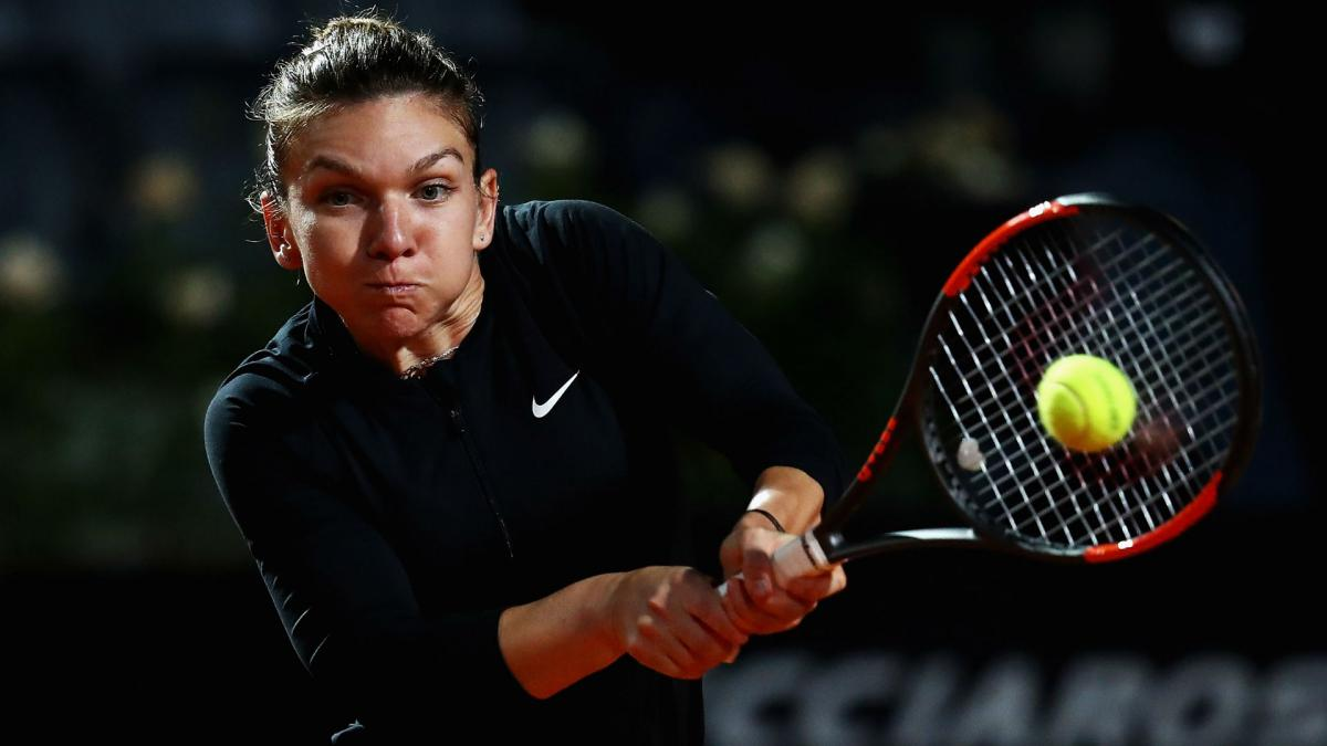 Halep crushes Garcia to reach last four in Rome