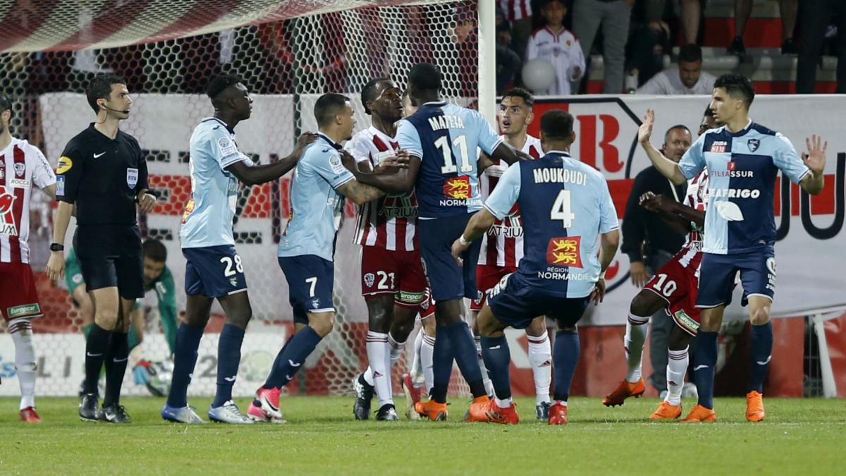 Four sent off as Ajaccio win chaotic Le Havre play-off on penalties