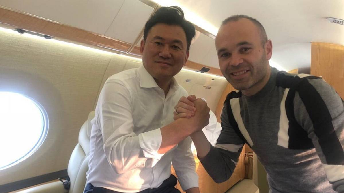 Iniesta travels to Japan with Vissel Kobe move expected