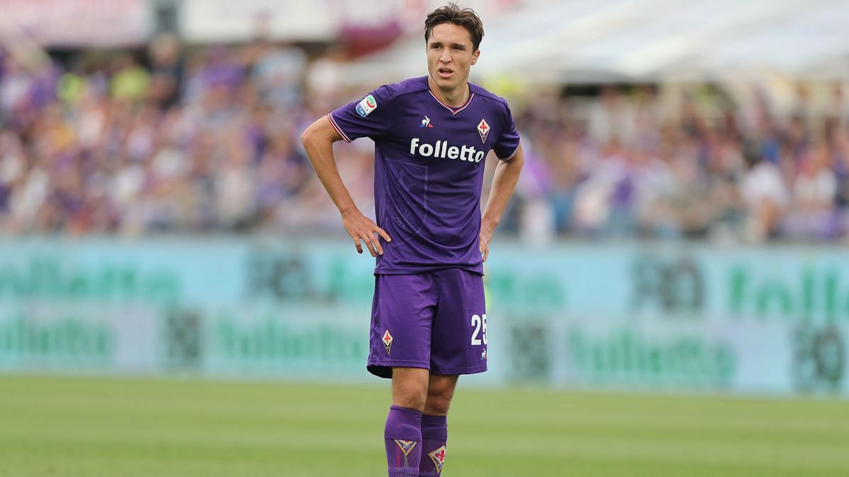Roma and Napoli target Chiesa to stay at Fiorentina, claims father