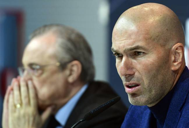 Real Madrid's French coach Zinedine Zidane beside president Florentino Perez, during a press conference to announce his resignation in Madrid on May 31, 2018.