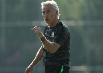 Van Marwijk paying coaching staff out of his own pocket
