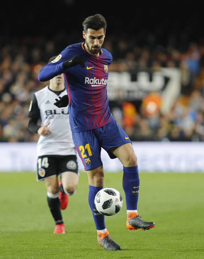 February 2018 | Andre Gomes attempts to control the ball against Valencia in the Copa del Rey.