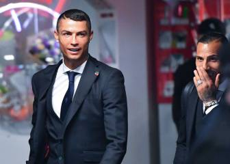 Cristiano and Portugal squad arrive in Moscow